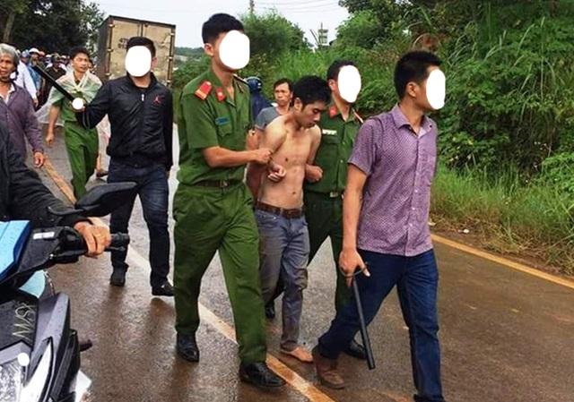 Hai hung thủ bị bắt giữ khi lẩn trốn tại một rây cà phê