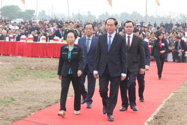 Chủ tịch nước Trần Đại Quang và nguyên Phó Chủ tịch nước Nguyễn Thị Doan về dự lễ hội Tịch điền