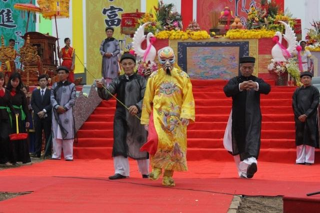 Chủ tịch nước lái máy cày trong lễ hội Tịch điền Đọi Sơn - 9