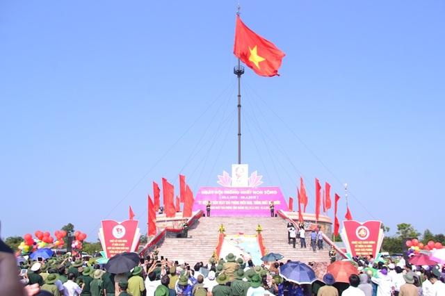 Lễ thượng cờ tại kỳ đài Hiền Lương