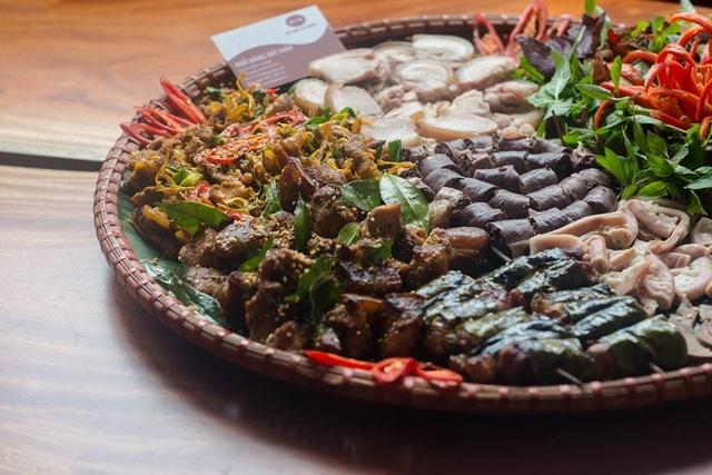 Cỗ lá là món ăn độc đáo phải kể đến đầu tiên khi đến Thung Nai.