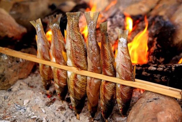 Cá nướng sông Đà từ lâu đã được coi như một đặc sản riêng của mảnh đất xứ Mường.