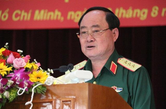 Thượng tướng Trần Đơn - Thứ trưởng Bộ Quốc phòng - yêu cầu trong 1 tháng giải tỏa dứt điểm 50 kiot và các cây xăng ở hàng rào sân bay (dọc đường Trường Chinh)