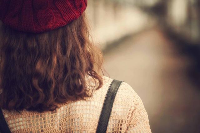 Em chỉ cần được đi bên anh, được nhìn thấy an yên trong đáy mắt anh, chỉ cần như thế thôi! (Ảnh minh họa: Chiplee)