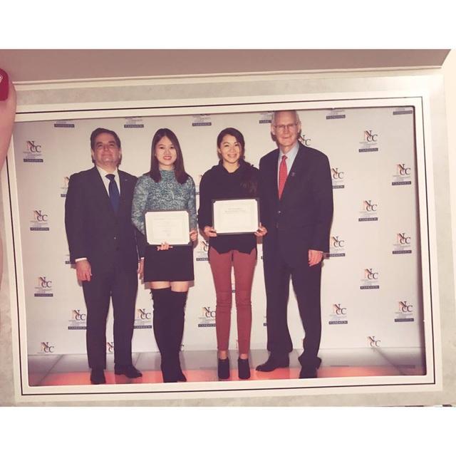 Cô gái Việt giành nhiều bằng khen cấp thành phố nhờ tài năng và cống hiến cho cộng đồng.
