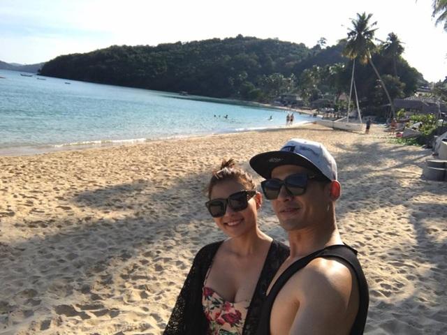 Lương Thế Thành - Thúy Diễm tình tứ bên bờ biển Thái Lan - 9