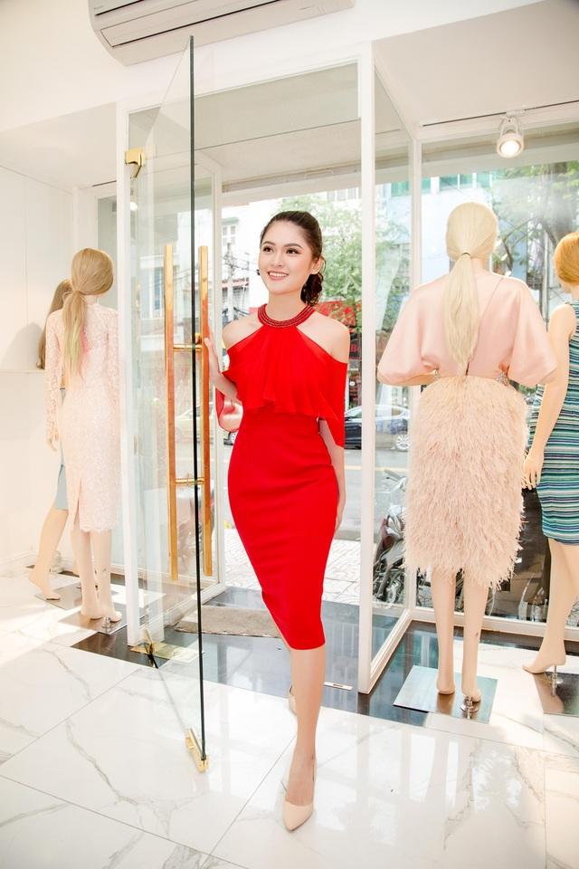 Sau buổi họp báo công bố tư cách đại diện Việt Nam tại cuộc thi Hoa hậu Quốc tế - Miss International 2017 vào cuối tháng 8 vừa qua, Thuỳ Dung và ê-kíp tiếp tục bắt tay vào công việc chuẩn bị hành trang cho cô đến với sân chơi nhan sắc uy tín trên.
