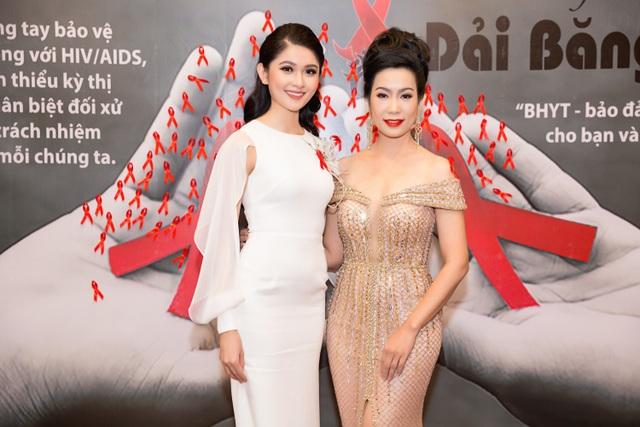 Tại sự kiện, Thùy Dung hội ngộ NSƯT - Á hậu Trịnh Kim Chi. Đặc biệt, NSƯT Trịnh Kim Chi cũng từng xuất sắc đăng quang ngôi vị Á hậu 2 Hoa hậu Việt Nam năm 1994.