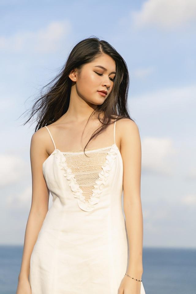 Á hậu Việt Nam vốn yêu mến giọng hát ca sĩ Thùy Chi từ nhỏ nên cô quyết định thể hiện lại ca khúc nổi tiếng của thần tượng.