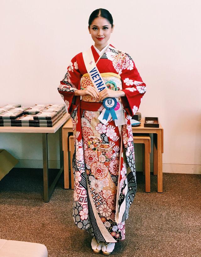 Ở sự kiện đặc biệt đầu tiên này, các thí sinh đều diện trang phục truyền thông kimono của đất nước Nhật Bản. Vốn là một người yêu thích văn hoá truyền thống, Thuỳ Dung vô cùng hào hứng được diện trang phục của nước bạn.