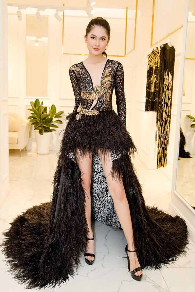 Vừa qua, Thuỳ Dung đã có buổi thử trang phục để chuẩn bị trang phục kỹ lưỡng đến với Hoa hậu Quốc tế năm nay.