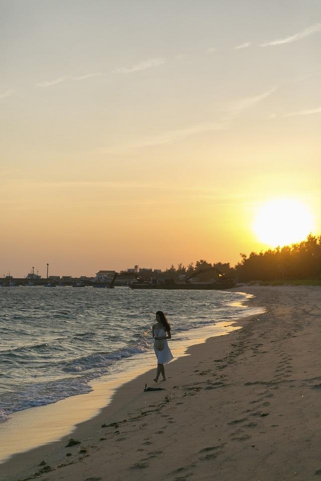 Biển Phú Quý không những đẹp mà còn hiền hoà, giúp người dân an tâm đánh bắt, sinh hoạt và ổn định cuộc sống biết bao đời qua.