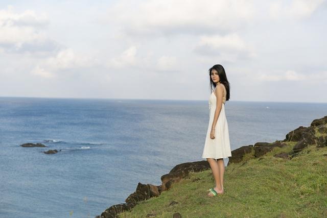 Dù hành trình khá vất vả, Thuỳ Dung vẫn vô cùng hào hứng và thoải mái khi đặt chân lên đảo và được hít thở bầu không khí trong lành, tận hưởng làn gió biển mát rượi.