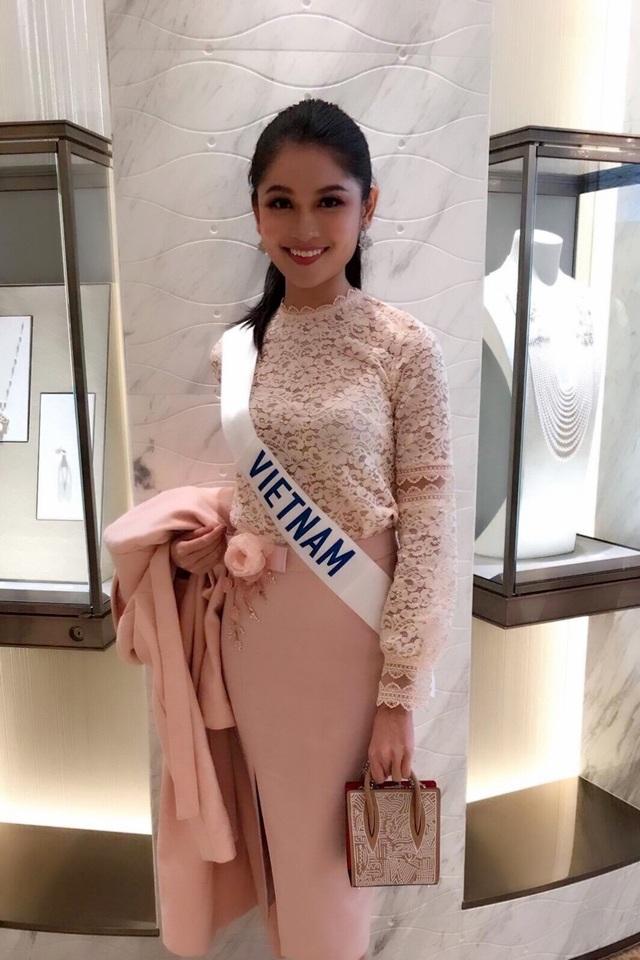 Đêm chung kết Miss Intetnational 2017 sẽ diễn ra vào ngày 14/11 tại Tokyo, Nhật Bản. Đương kim Hoa hậu là người đẹp Kylie Verosa, 25 tuổi và đến từ Philippines.