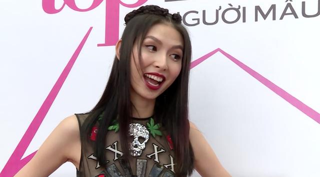 """Người mẫu Thùy Dương đã khiến khán giả """"choáng"""" khi đá xéo đồng nghiệp."""
