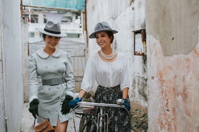 Chỉ còn hai tháng nữa là đến sinh nhật tuổi 40 của cả hai, Thúy Hằng và Thúy Hạnh vừa cùng nhau thực hiện một bộ ảnh thời trang theo phong cách cổ điển, quý phái nhằm lưu giữ kỷ niệm chung của hai chị em cũng như đánh dấu mốc thời gian mới trong cuộc đời người phụ nữ.