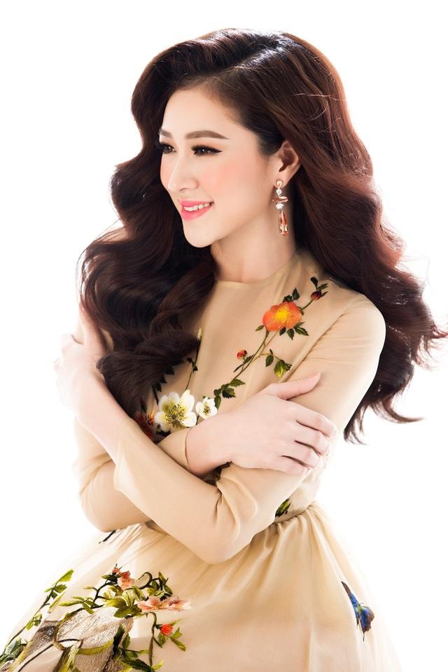Top 10 Miss Ngôi sao khoe vẻ đẹp nữ tính, kiêu sa - 8
