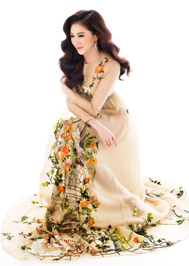 Top 10 Miss Ngôi sao khoe vẻ đẹp nữ tính, kiêu sa - 7