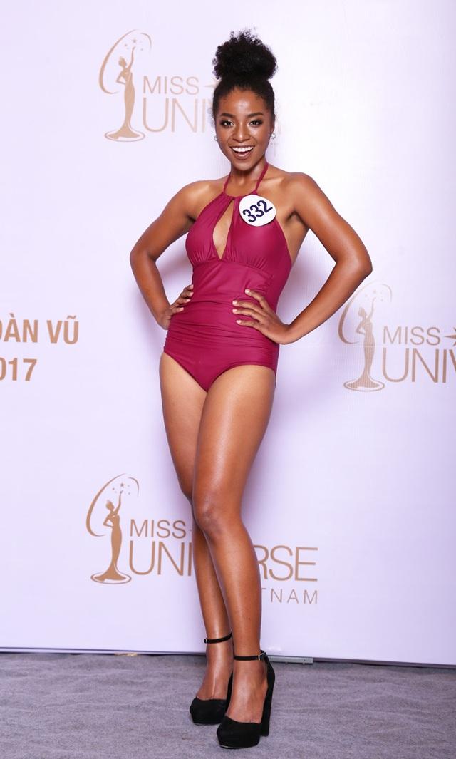 Huỳnh Cẩm Tiên trong loạt ảnh bikini được cho là quá béo khi tham gia Hoa hậu hoàn vũ