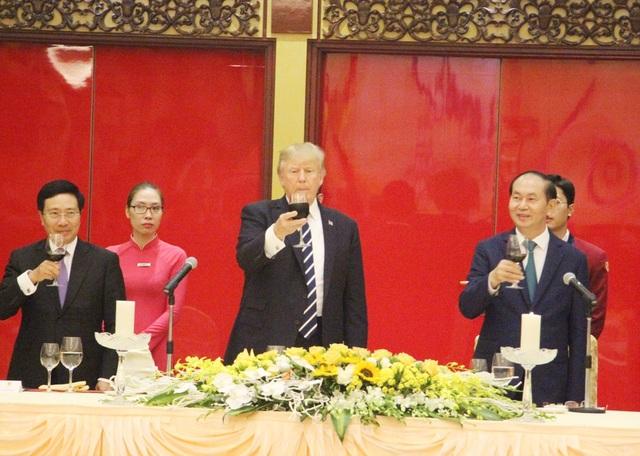 Chủ tịch nước mở tiệc chiêu đãi cấp Nhà nước Tổng thống Donald Trump - 9