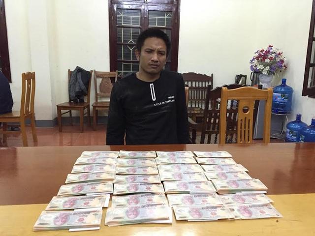 Bắt giữ vụ vận chuyển hơn 200 triệu đồng tiền Việt Nam giả - 1