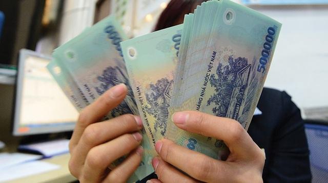 Sau một năm kinh doanh vất vả, nhiều doanh nghiệp trên sàn hào phóng chi cổ tức bằng tiền mặt cho cổ đông (ảnh minh hoạ).