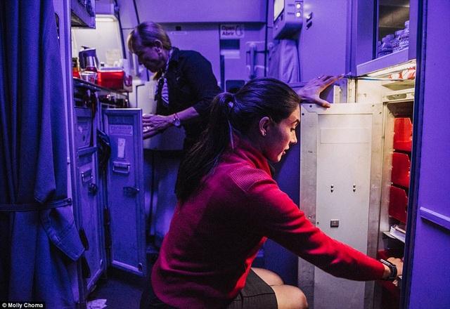 Đây là những khoảnh khắc trên máy bay chẳng bao giờ hành khách được chứng kiến