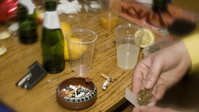 Ảnh hưởng tiêu cực của cần sa và rượu lên thanh thiếu niên - 1