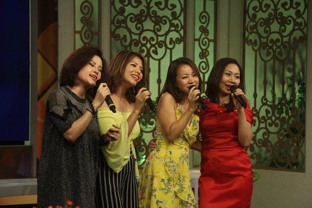 Từ trái qua phải: Thùy Vân, Hồng Thúy, Võ Thu Hà, Yến Dung. Ảnh: Bữa trưa vui vẻ.