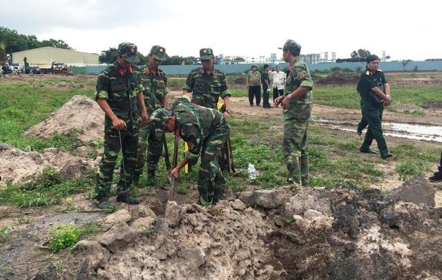 Khảo sát tìm mộ liệt sĩ trong sân bay Tân Sơn Nhất