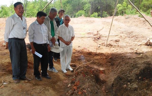 Huyệt mộ vợ vua Nguyễn được Hội đồng Trị sự Nguyễn Phước Tộc xác nhận vừa tìm thấy sáng nay.
