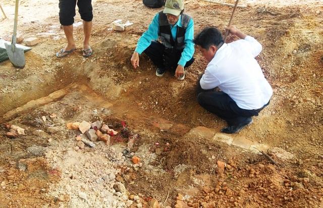 Lớp gạch bao quanh huyệt mộ vẫn còn nguyên