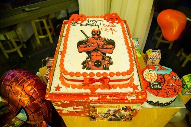 Chiếc bánh sinh nhật đặc biệt của bé Sushi được Tim và Trương Quỳnh Anh thực hiện khá cầu kỳ