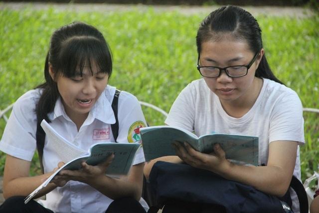Thí sinh lưu ý: Bài thi tổ hợp Khoa học Xã hội đối với thí sinh Giáo dục thường xuyên chỉ có 2 môn thi thành phần là Lịch sử và Địa lí.
