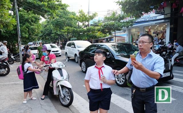 Hiệu trưởng các trường ở Đà Nẵng có thể chủ động thông báo phụ huynh, học sinh nghỉ học để đảm bảo an toàn trong mưa, bão khi cần kíp