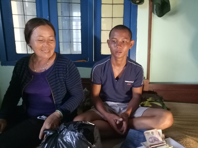 Người dân xã Tịnh Kỳ thăm hỏi, hỗ trợ ngư dân Danh Việt.