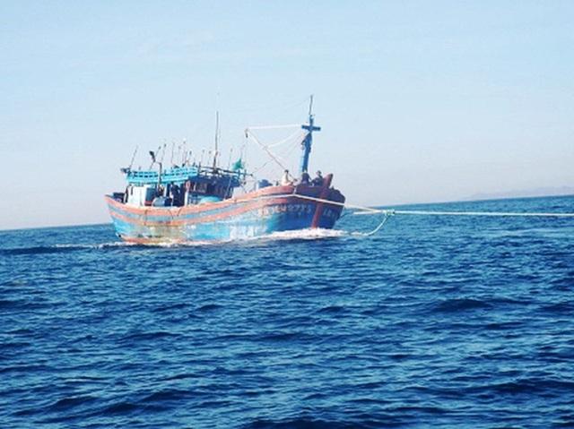 Một tàu cá của Quảng Ngãi bị chết máy trên biển yêu cầu hỗ trợ lai dắt vào đất liền.(ảnh minh họa)