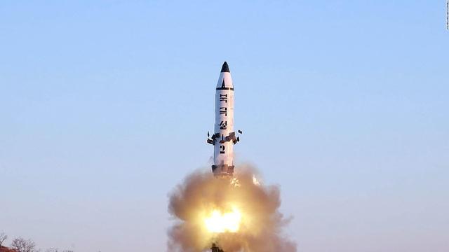 Một vụ phóng tên lửa của Triều Tiên. (Ảnh: AFP)