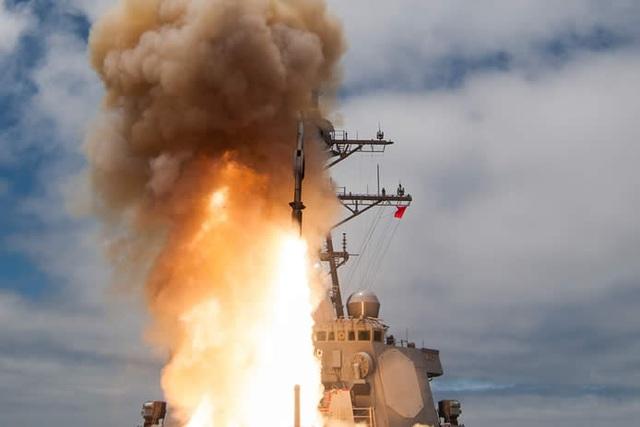 Một vụ thử tên lửa SM-6 từ tàu chiến của Mỹ (Ảnh: Defense News)