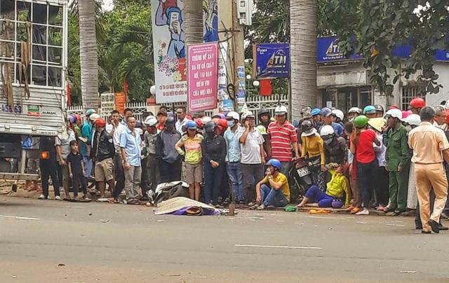 Thai phụ tử nạn sau va chạm với xe tải (ảnh T.B)