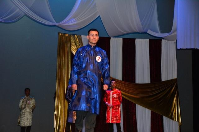 Cuộc thi nam vương dành cho các quý ông cũng nhận được sự qua tâm của đông đảo mọi người.