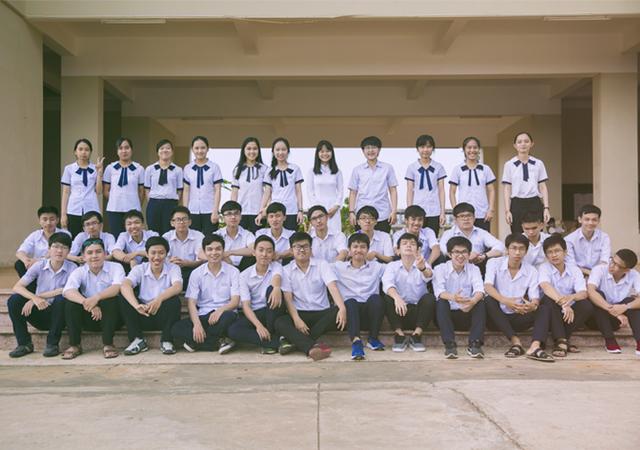 Lớp 12 chuyên Toán (trường THPT Chuyên Nguyễn Du, Đắk Lắk) có thành tích học tập đáng ngưỡng mộ