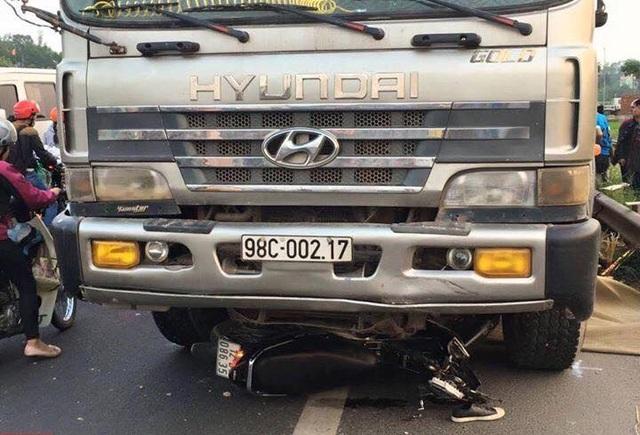 Hiện trường vụ TNGT nghiêm trọng tại Bắc Giang (ảnh: Facebook)