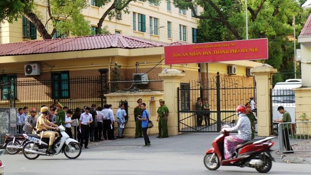 Hơn 700 người được triệu tập tại phiên xử Hà Văn Thắm sáng nay - 1