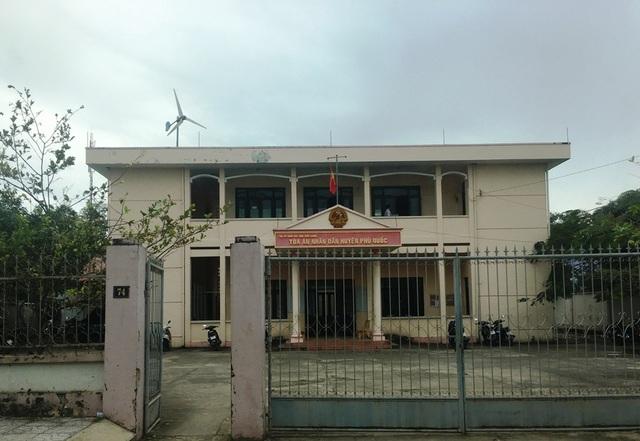 Theo qui định tại khoản 3, Điều 33 của Luật Sửa đổi, bổ sung một số điều của Bộ Luật tố tụng dân sự 2011 thì vụ việc này TAND huyện Phú Quốc thụ lý có dấu hiệu sai thẩm quyền.