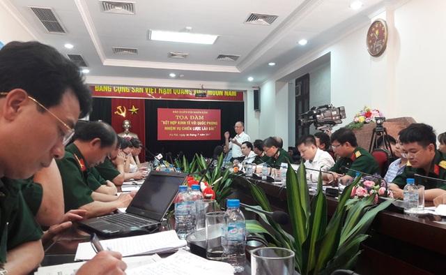 Cuộc tọa đàm Kết hợp kinh tế với quốc phòng- nhiệm vụ chiến lược lâu dài do báo Quân đội nhân dân tổ chức.