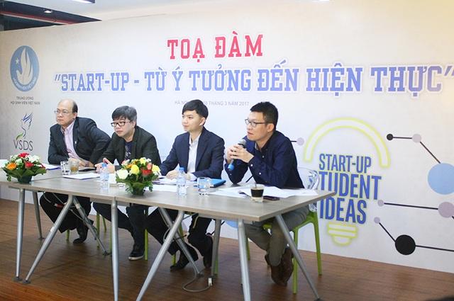 Các chuyên gia, nhà đầu tư giải đáp thắc mắc của sinh viên về khởi nghiệp.