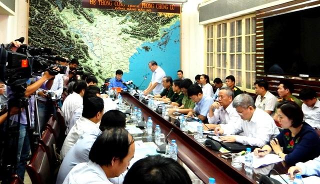 Cuộc họp gấp diễn ra khi hoàn lưu bão số 2 đang trút mưa xuống nhiều khu vực khắp Bắc, Trung Bộ.