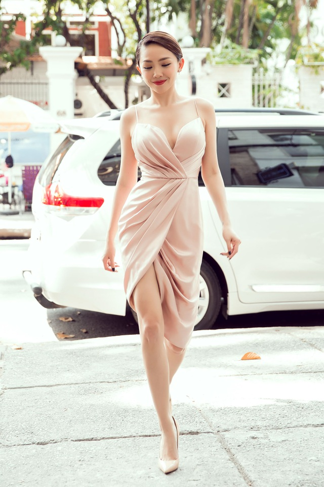 Tóc Tiên sở hữu số đo ba vòng và đôi chân dài miên man không kém gì người mẫu chuyên nghiệp.