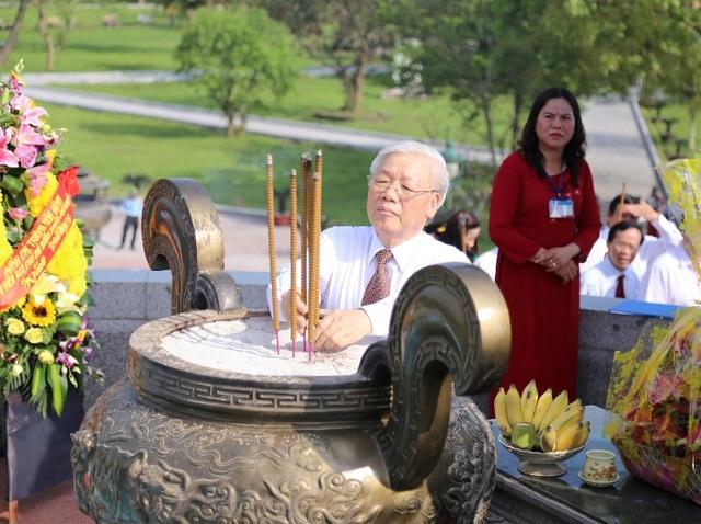 Tổng Bí thư dâng hương tri ân các liệt sĩ tại Thành cổ Quảng Trị